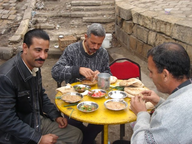 egyptian eating brekfast