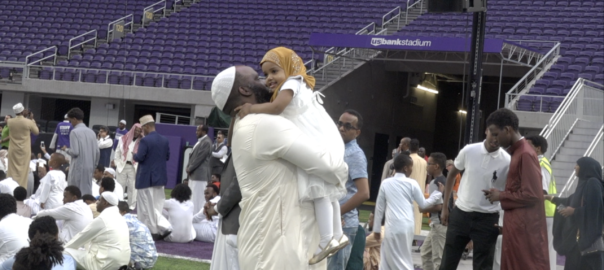 Thousands of  Muslims take-a-knee  at US Bank Stadium, in the Super Eid celebration